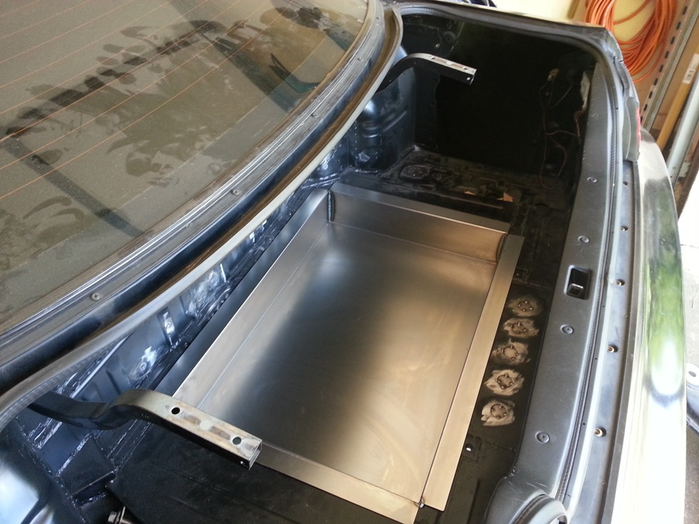 Trunk pan in trunk